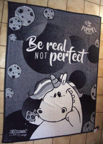 "Equest Pummeleinhorn Decke Quad "" BE REAL NOT PERFECT ""  Sofadecke marine, 150x200cm"